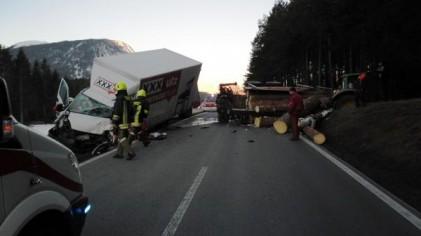 Schwerer Verkehrsunfall B189
